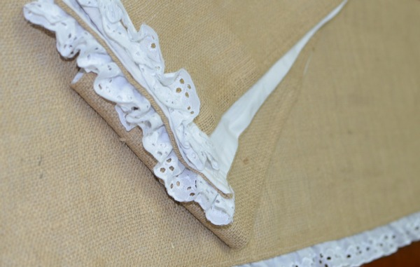 {wild wednesday} lacy burlap table runners