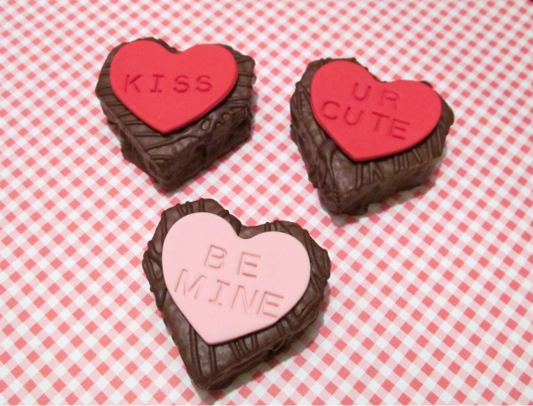 {tipster tuesday} mini conversation heart cakes