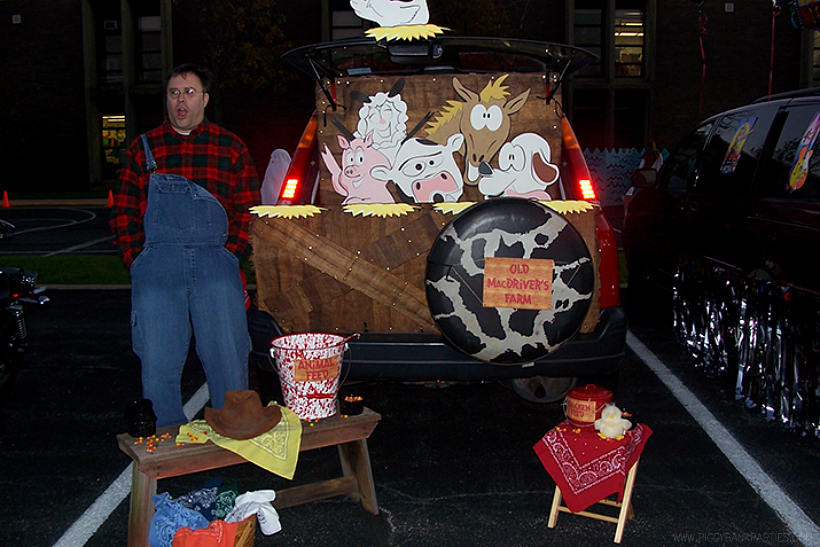 Old MacDonald's Farm Trunk or Treat by Piggy Bank Parties | Trunk or Treat Idea | Halloween Trunk or Treat | Turn your trunk into Old MacDonald's Farm for Halloween!