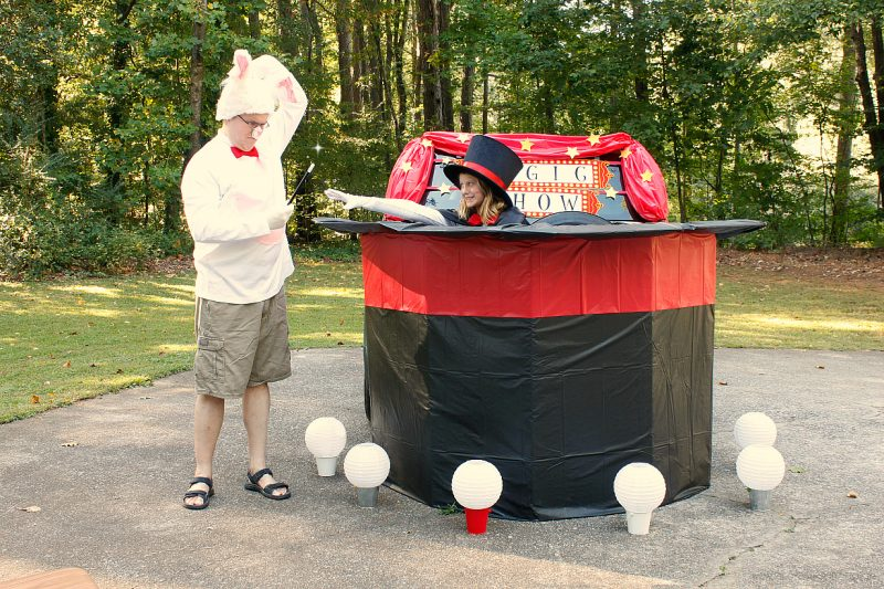 Simple Tricks for Show-Stopping Costumes by Piggy Bank Parties   Magical Trunk or Treat Costumes   Halloween Trunk or Treat   Create show-stopping costumes on a shoe-string budget!