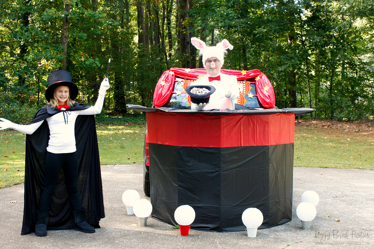Simple Trick for Show-Stopping Costumes by Piggy Bank Parties   Magical Trunk or Treat Costumes   Halloween Trunk or Treat   Create show-stopping costumes on a shoe-string budget!